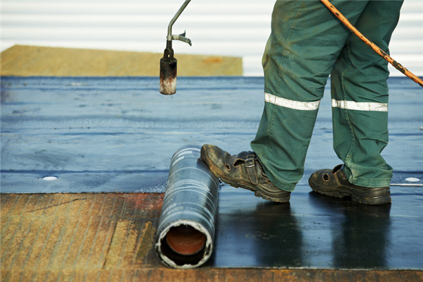 Advantages of a Membrane Over Tar and Gravel on a Commercial Flat Roof